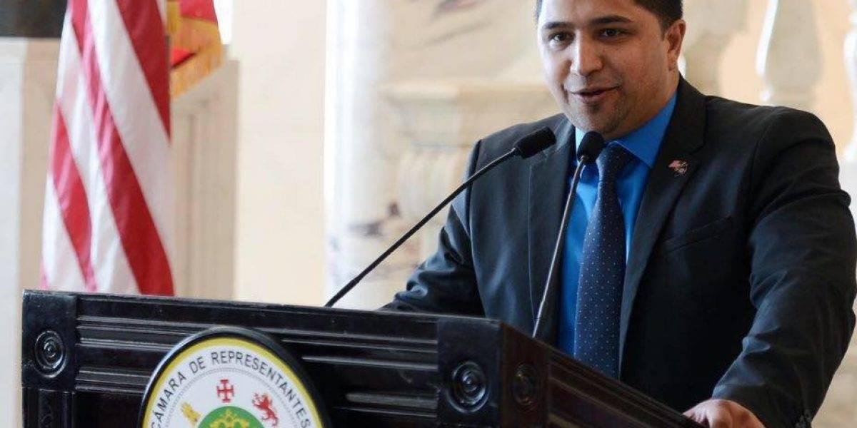 Llueven los contratos en oficina de representante Urayoán Hernández