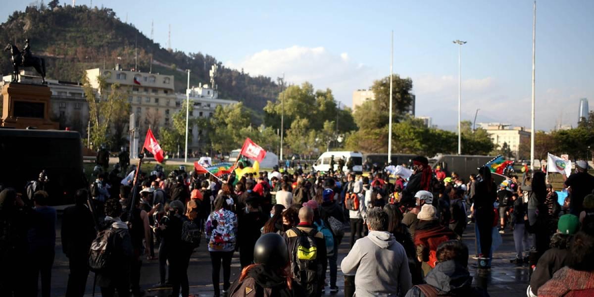 Joven de 16 años cayó al río Mapocho durante manifestaciones en Plaza Italia