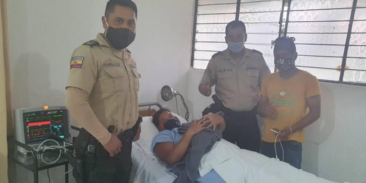 Mujer dio a luz en una patrulla policial mientras era trasladada a una casa de salud en Pedro Vicente Maldonado