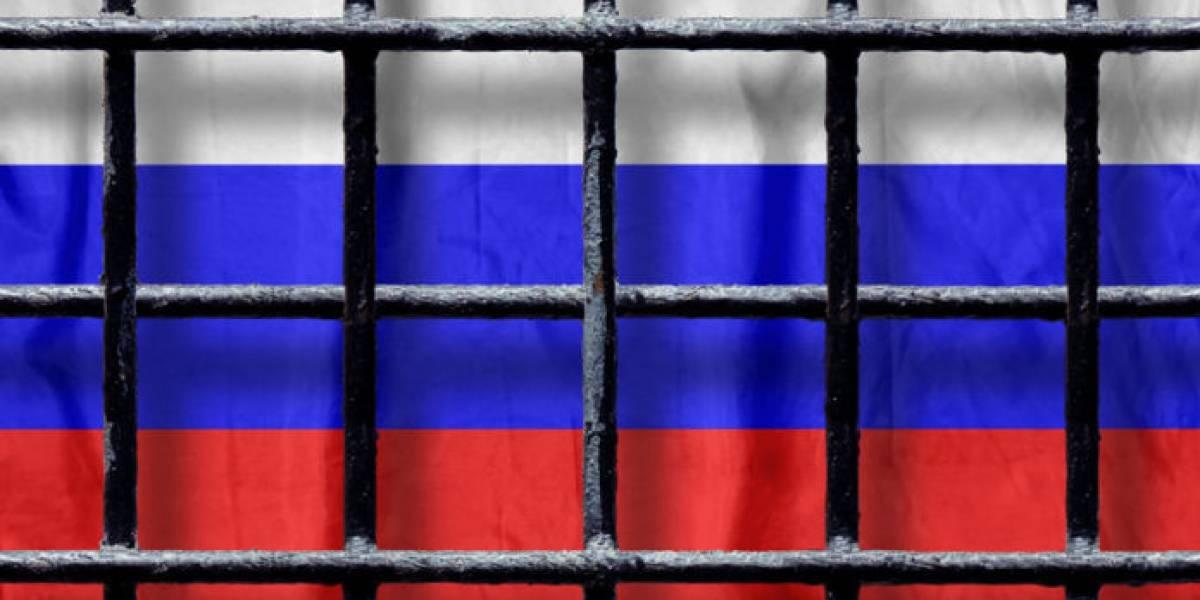 Horrenda muerte de periodista: editora de portal ruso se suicida a lo bonzo en protesta contra el gobierno de Putin