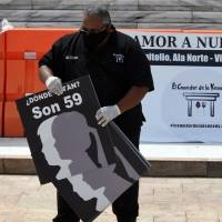 Photogallery: Leader of the Kennedy Dining Room leads a demonstration for missing minors