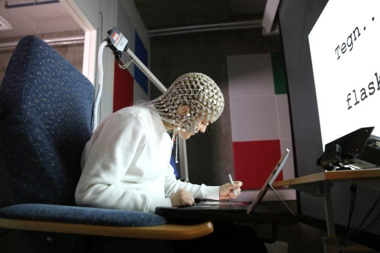 Escribir a mano ayuda al cerebro.