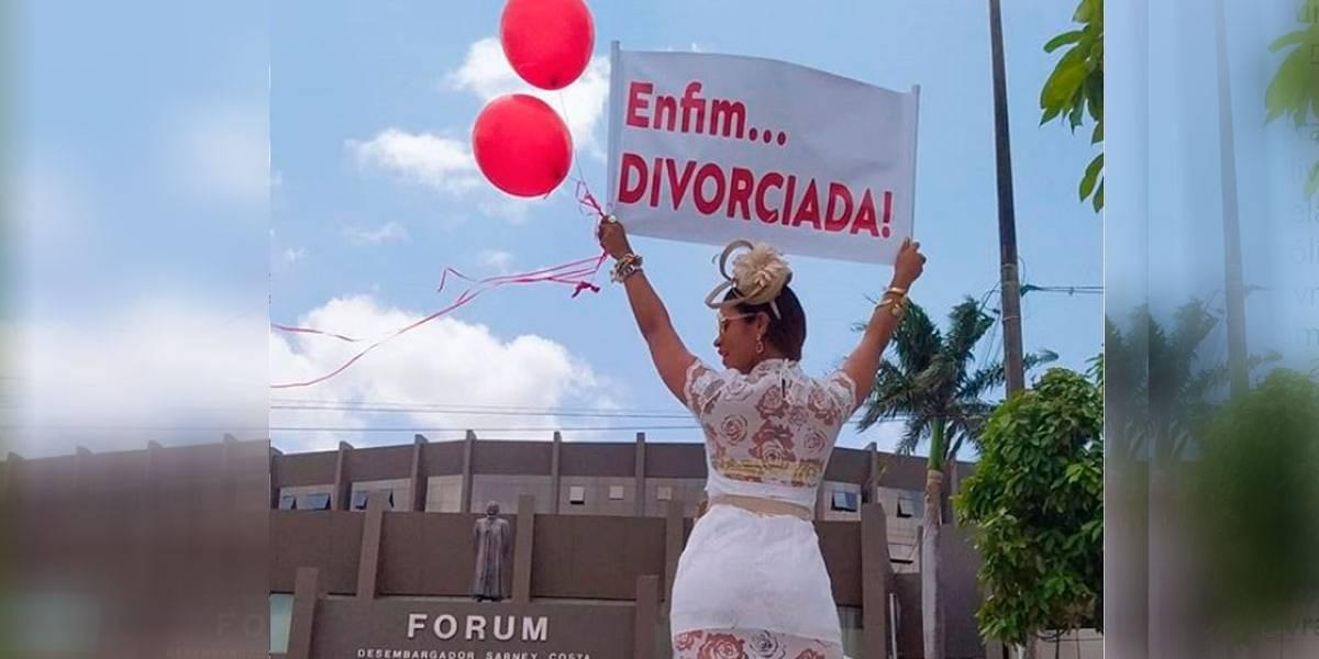 """Empresária comemora fim do casamento com foto e cartaz: """"Enfim...divorciada!"""""""