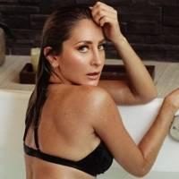 Geraldine Bazán seduce en traje de baño animal print mientras disfruta un día de playa