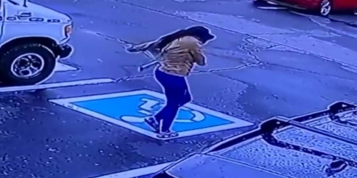"""""""Estaba eufórica, emocionada"""": mujer consigue trabajo y se vuelve viral tras celebrar bailando en la calle"""