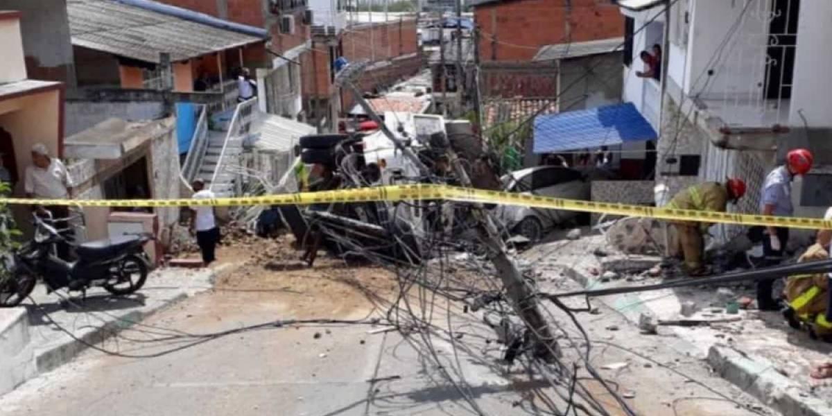 Grave accidente en Yumbo: una volqueta chocó contra varias casas