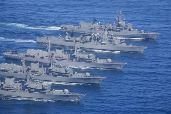 """El """"megatiburón"""" chino al acecho: Armada monitorea al avance de la súper flota pesquera de 330 embarcaciones"""