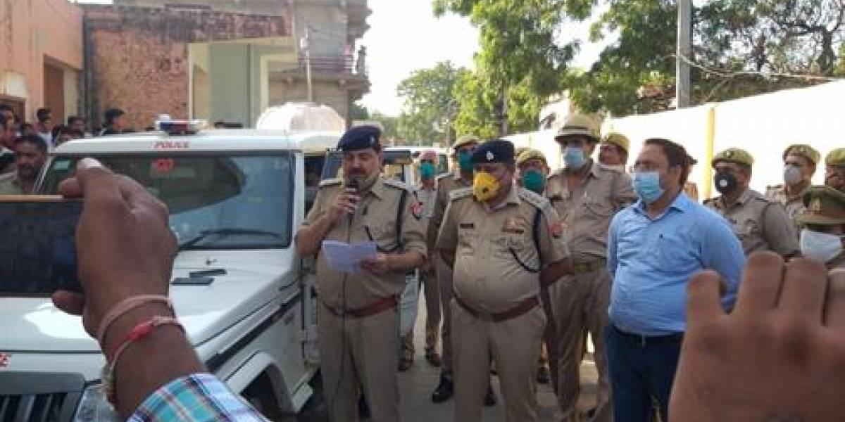 Protestas en India por increíble caso: policía oculta violación y muerte de joven de una casta inferior