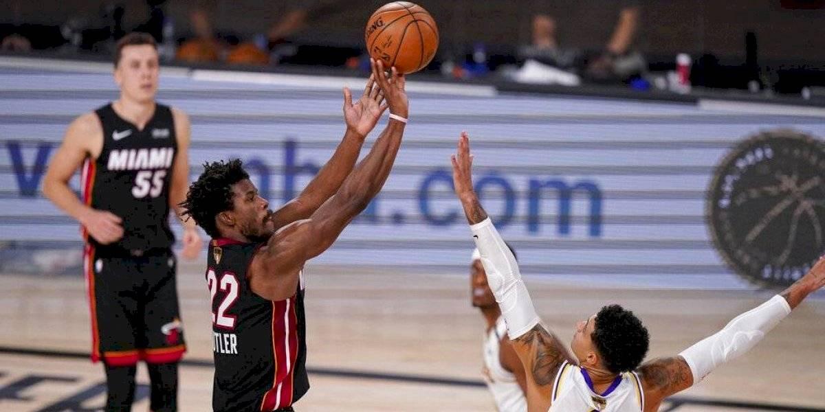 Jimmy Butler se luce y el Heat recorta desventaja 2-1 ante los Lakers
