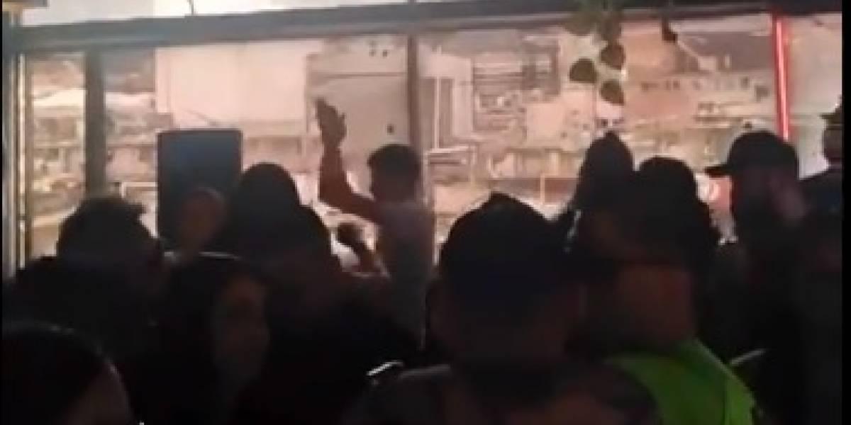 ¿Y el autocuidado? A plena luz del día graban fiesta ilegal en un bar de Bogotá