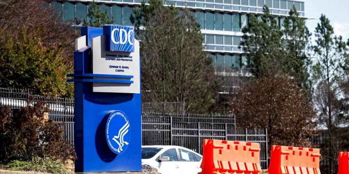 CDC vuelve a actualizar las guías para informar que el COVID-19 puede propagarse por transmisión aérea