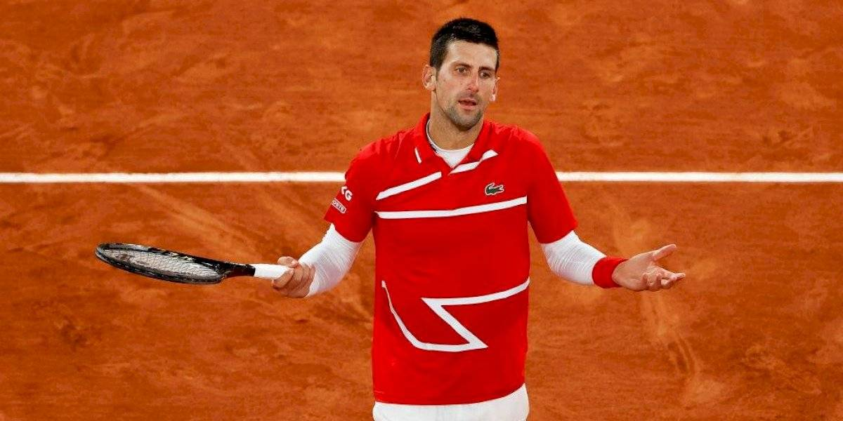 Sí, otra vez: juez de línea recibe un pelotazo de Novak Djokovic
