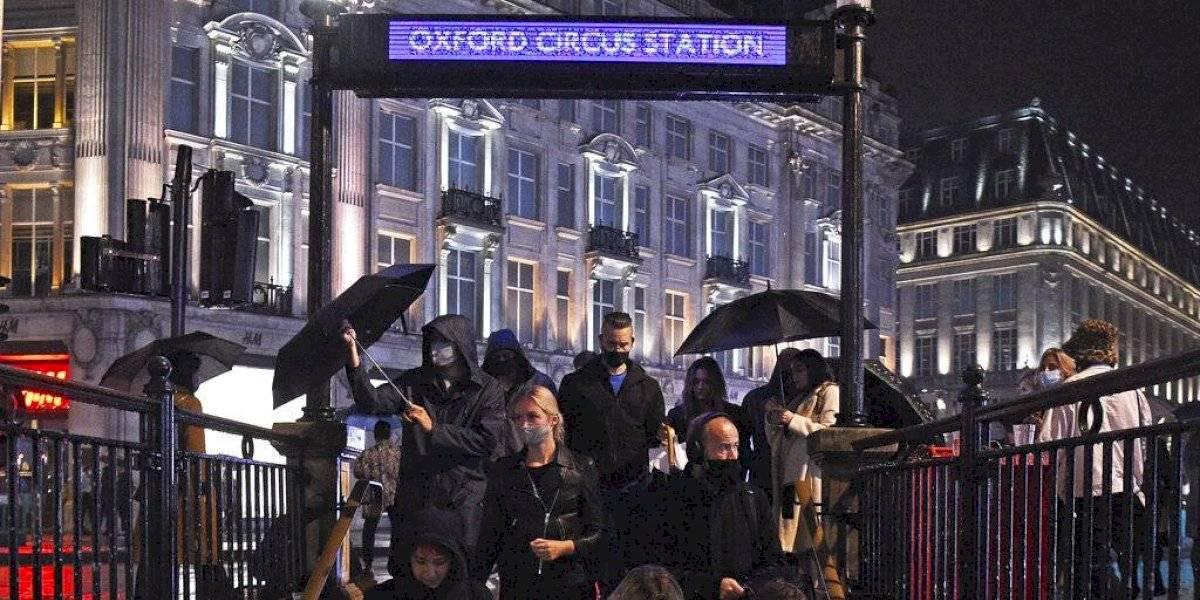 Gran Bretaña impondrá restricciones en bares, restaurantes y negocios por casos COVID-19
