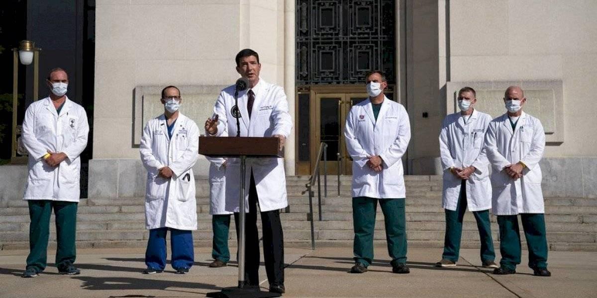 Médico de Trump admite que el presidente no está fuera de peligro