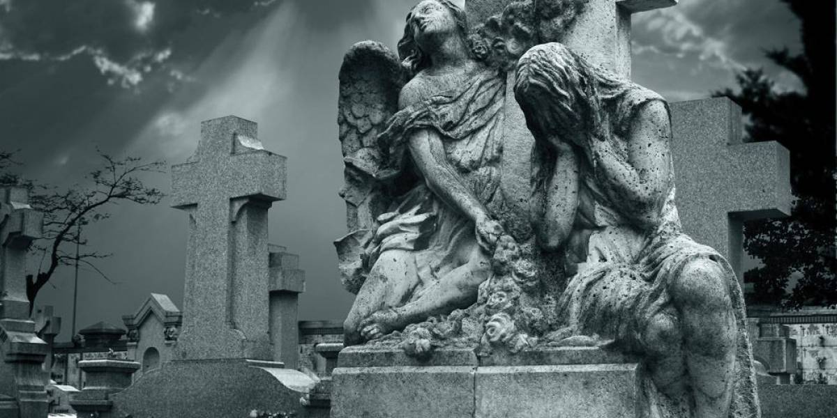 Impresionante: cadáveres de cementerios son arrastrados tras graves inundaciones