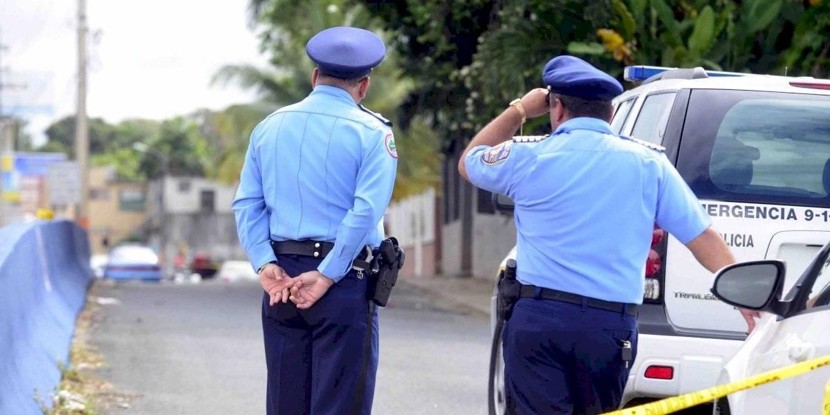 Encuentran cuerpo baleado y amordazado tirado en el pavimento en Santurce