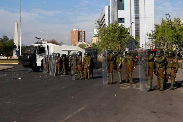Cadem: Respaldo a Carabineros cae a 36% y 71% está de acuerdo con nueva policía