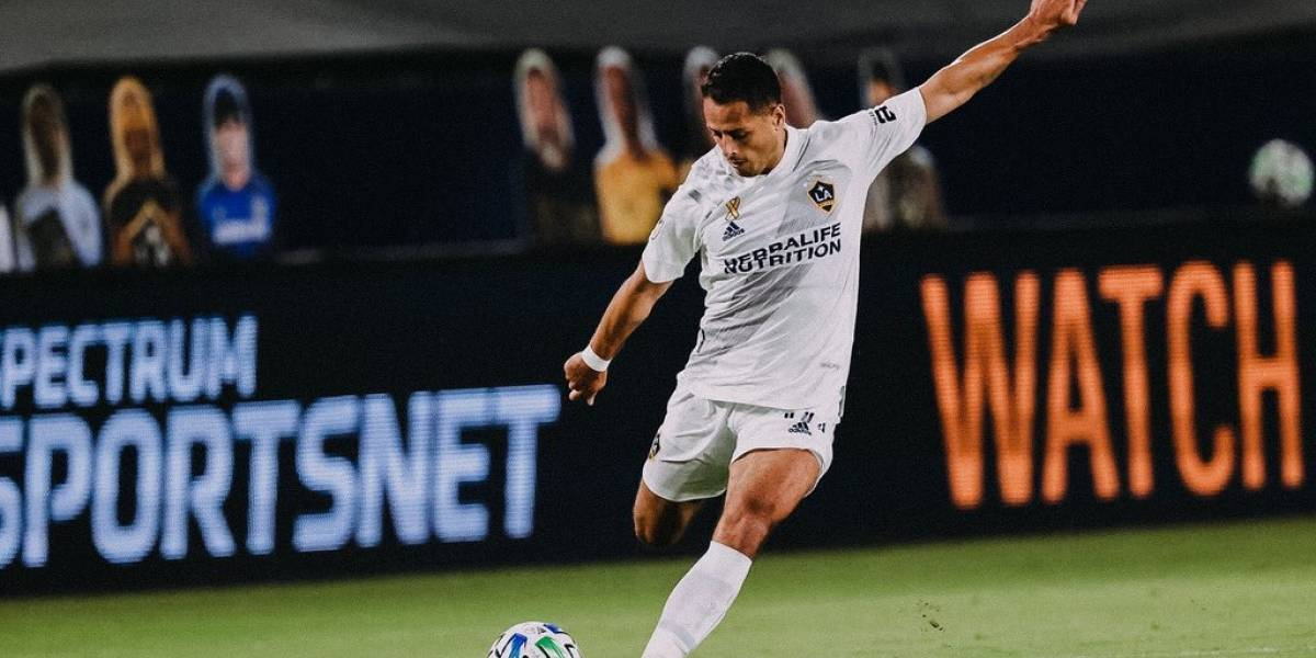 Comparan a Chicharito Hernández con Zlatan Ibrahimovic, pero para mal