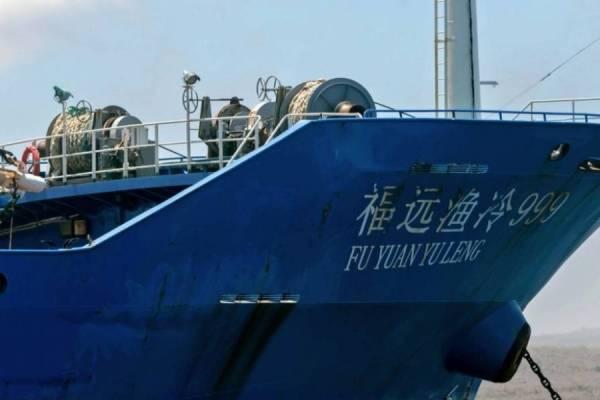 Alertan por llegada de gran flota pesquera china a Chile