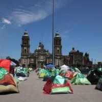 Cuatro mil 900 negocios en riesgo por plantón de Frena en el Zócalo