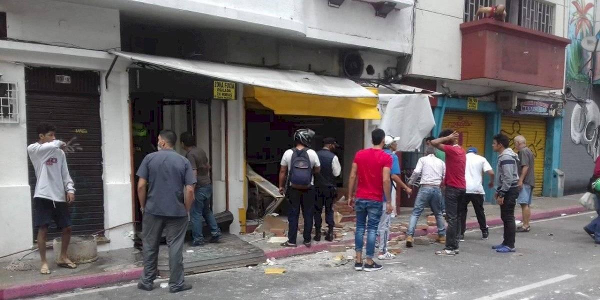 Fuerte explosión se registró en un local comercial y dejó cuatro personas lesionadas en Medellín