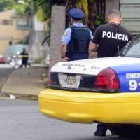 Dos policías heridos de bala y uno atropellado tras tiroteo en Carolina