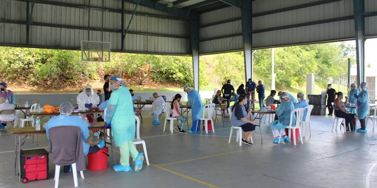 Realizan pruebas de COVID-19 gratis en residenciales públicos de Fajardo