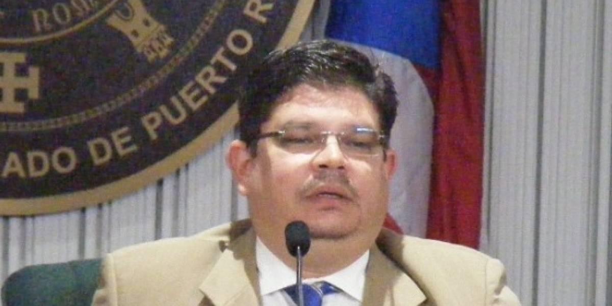 Exlegislador que cumplió condena por corrupción desiste de contrato en el Senado