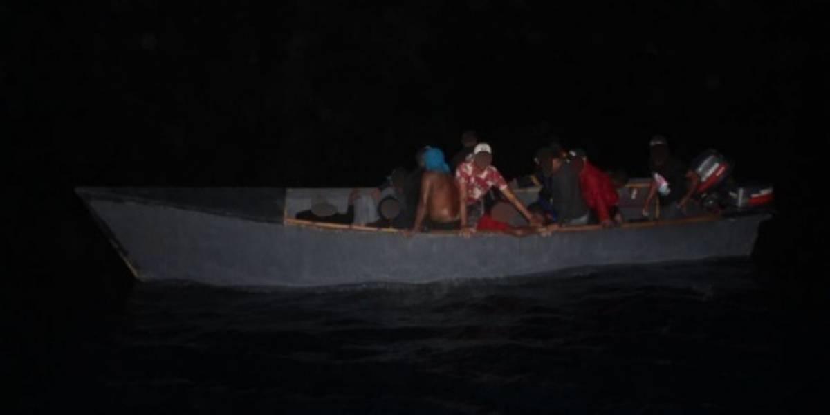 Guardia Costera intercepta dos viajes ilegales con 33 dominicanos en aguas cerca a Puerto Rico