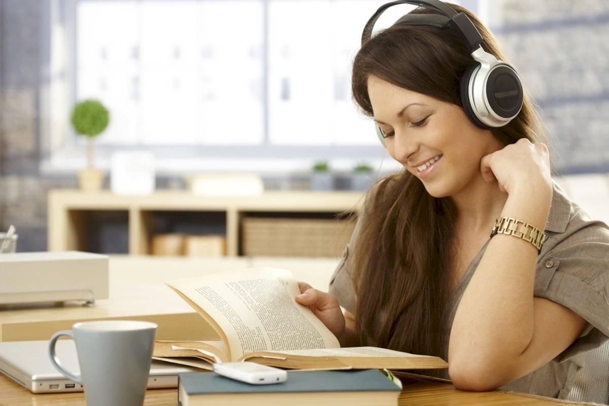 Escuchare música es una forma que muchos usan para concentrarse, pero no funciona para todo el mundo