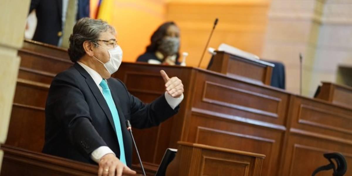 Ultimátum a Carlos Holmes Trujillo para pedir disculpas públicas por excesos de la Policía