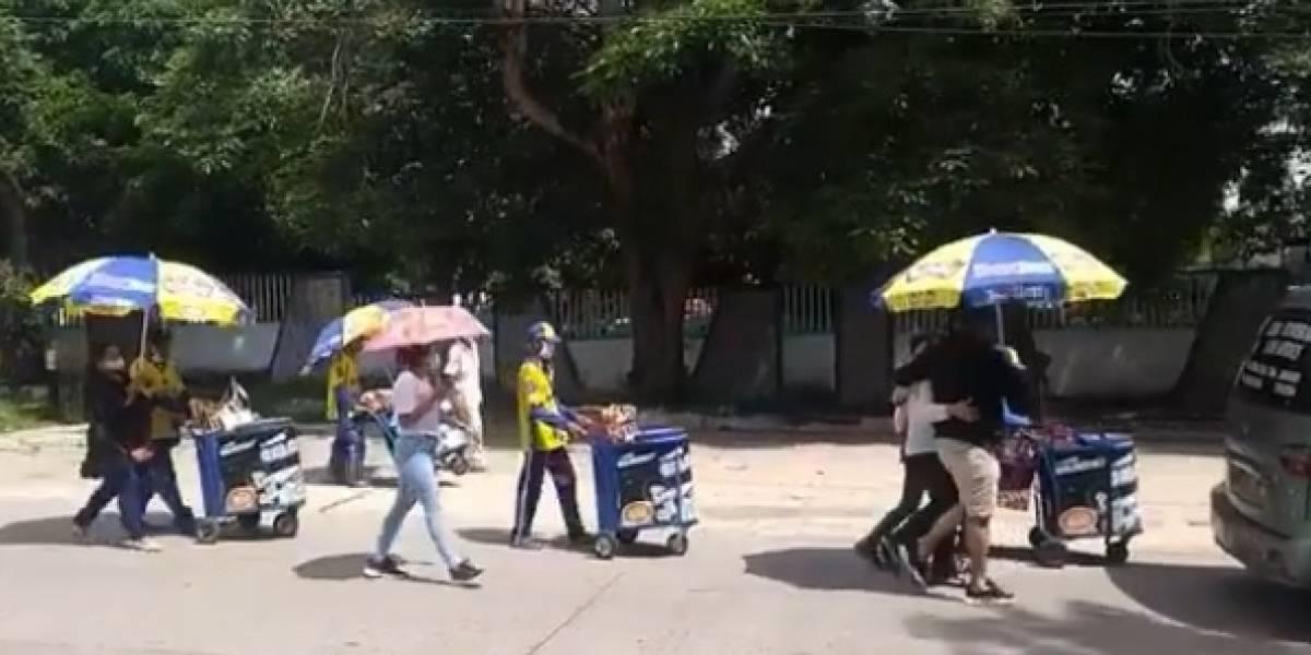 Con caravana de carritos vendedores despidieron a compañero que se ahogó en arroyo