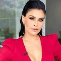 Kristal Silva hipnotiza en un mini vestido rojo con escote profundo y mangas en encaje