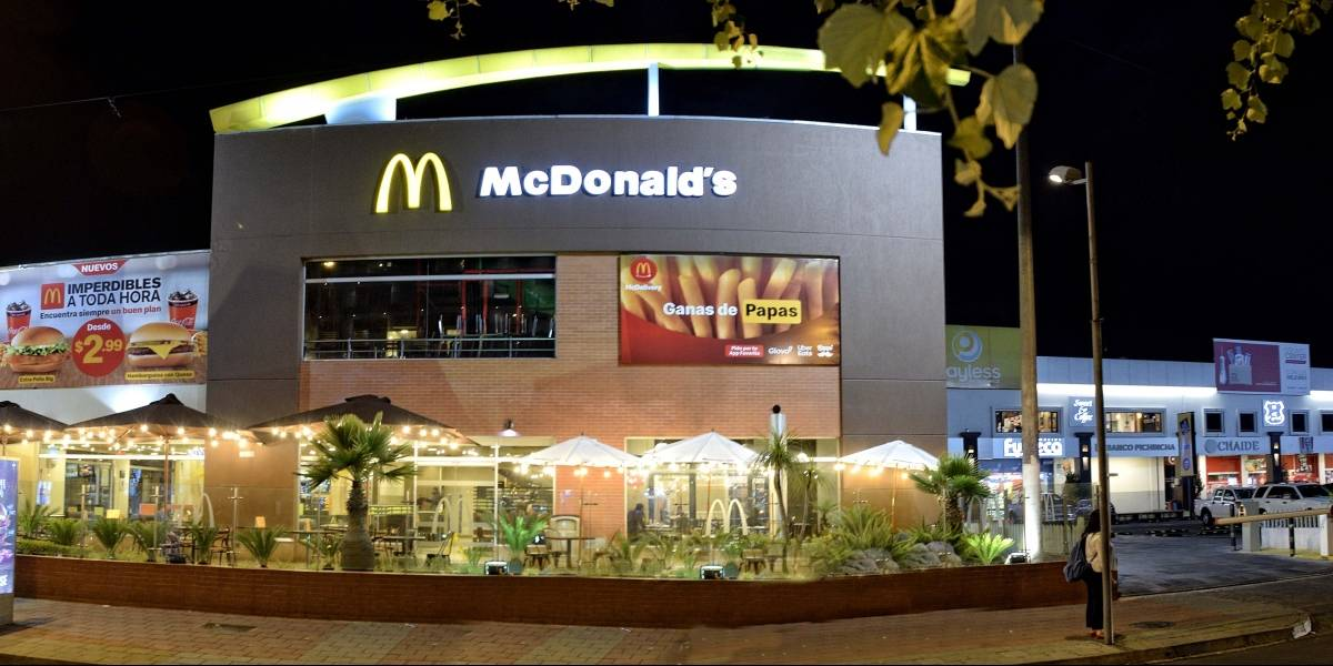 McDonald's adapta sus locales en Ecuador con nuevos espacios exteriores para consumir al aire libre