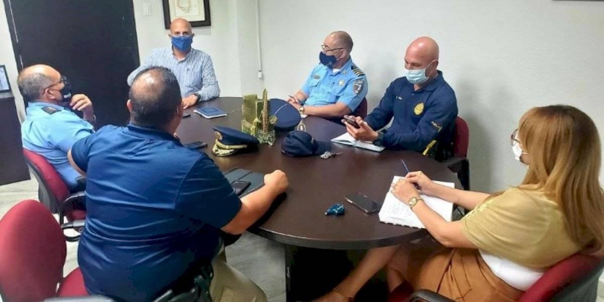 Alcalde se reúne con la Policía tras denuncias de aglomeramiento en malecón de Naguabo