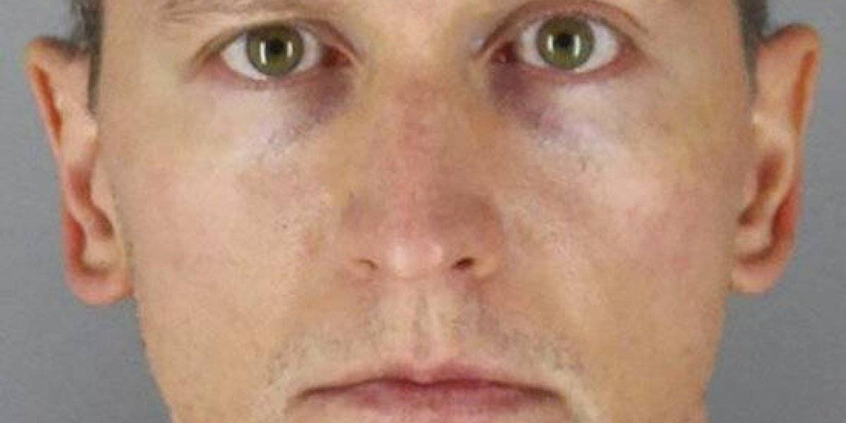 Libre quedó el policía acusado de matar a George Floyd: pagó fianza