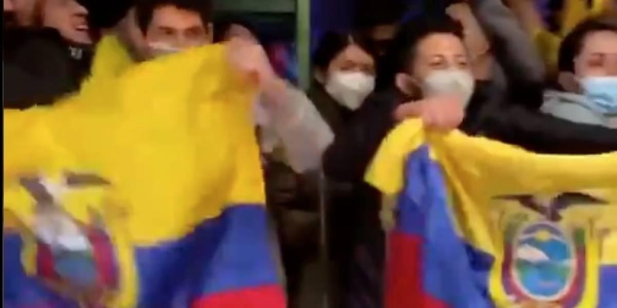 Ecuatorianos en Argentina recibieron a la 'Tri' con banderas y cánticos