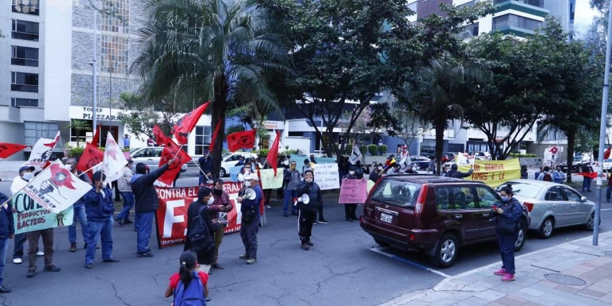 Frente Unitario de Trabajadores realizó un plantón por los miles de despidos durante la pandemia