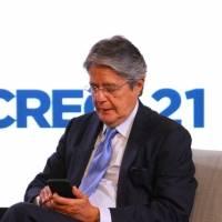Guillermo Lasso y Andrés Arauz lideran en sondeo sobre presidenciales en Ecuador