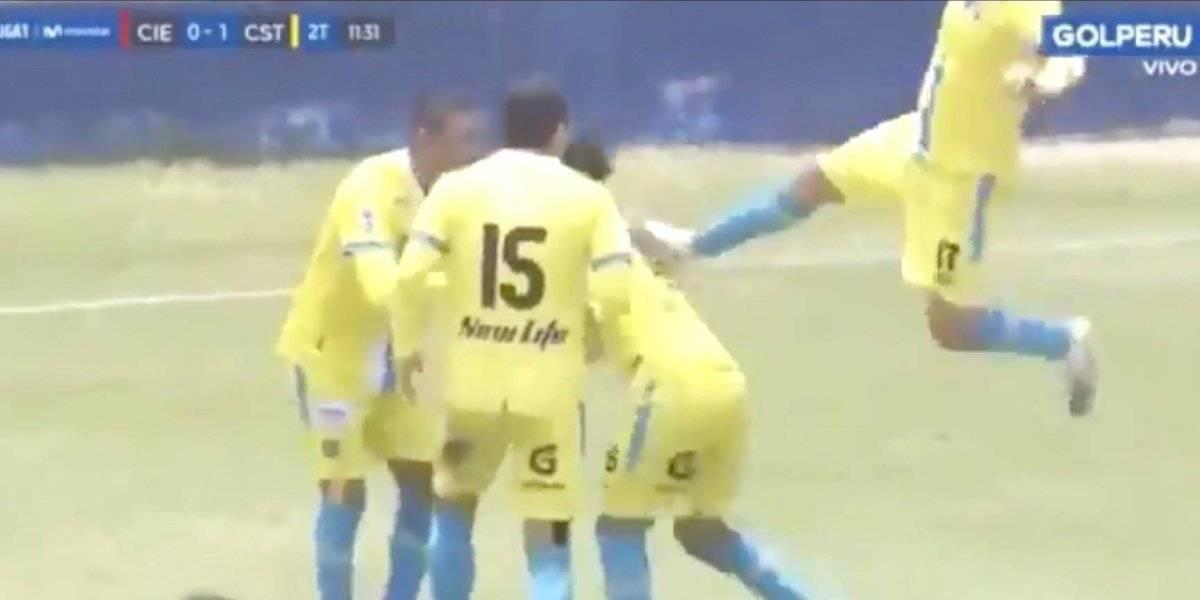 Fútbol peruano: jugador argentino le propina una tremenda patada voladora a un compañero al festejar un gol