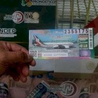 Escuela que ganó rifa del avión presidencial denuncia trabas de las autoridades para cobrar el premio