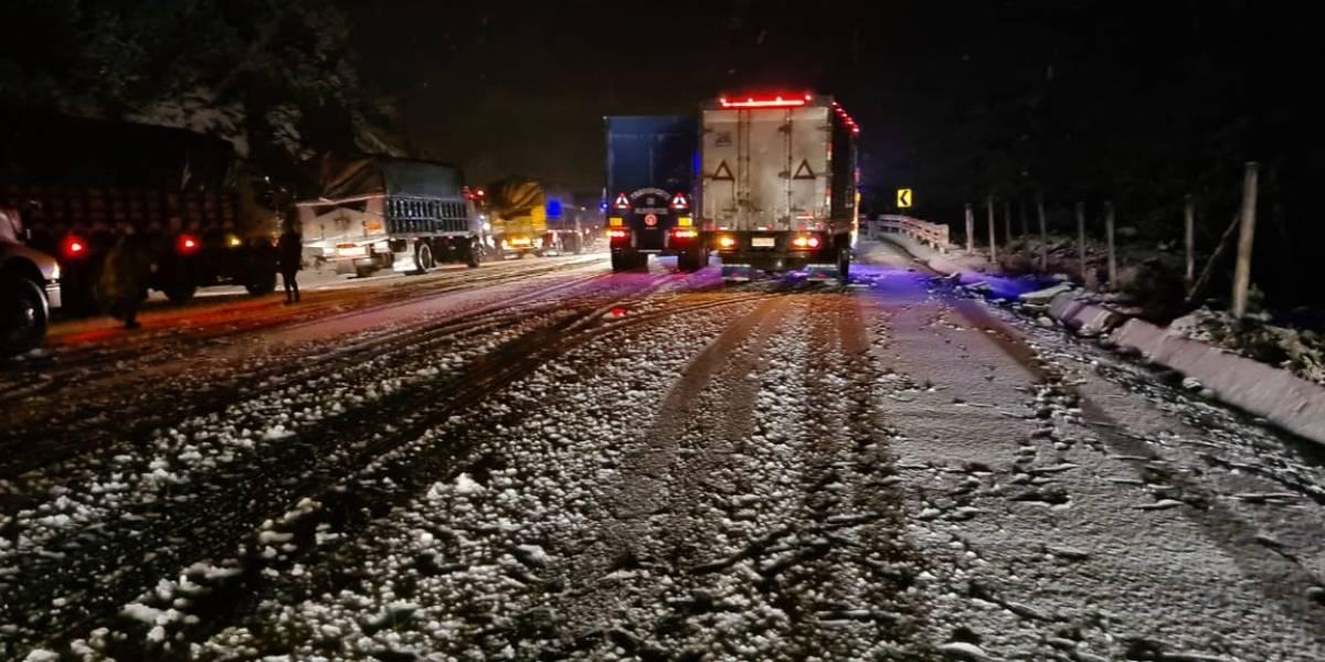 Se registró caída de nieve en la vía Papallacta-Pifo durante la madrugada
