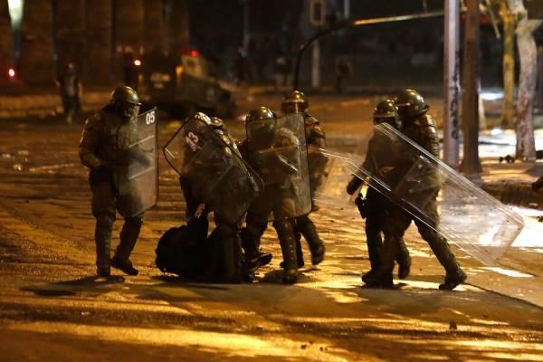 Carabineros informó al menos seis detenidos tras la manifestación en Plaza Italia