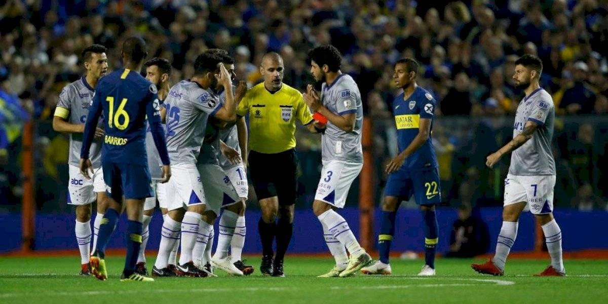 Los polémicos antecedentes de Aquino: no cobró una mano evidente en un clásico y favoreció a Boca en la Libertadores