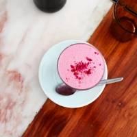 Leite rosa: a bebida que viralizou e veio para destronar o café Dalgona