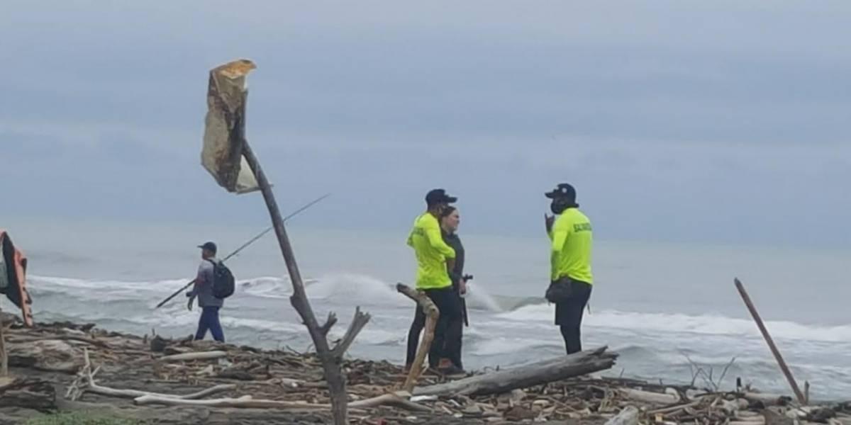 Pescadores hicieron macabro hallazgo de restos humanos en una playa