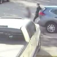 Hombre secuestra y abusa de niña que bajó de autobús escolar