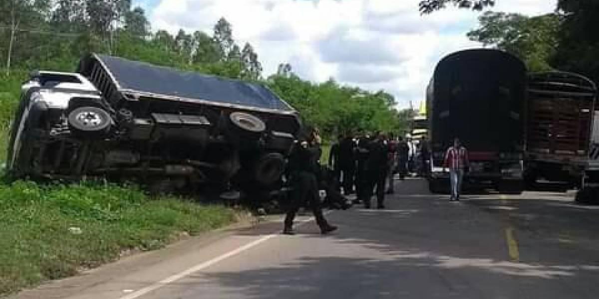 Vehículo del ESMAD se volcó en la vía dejando a nueve uniformados heridos