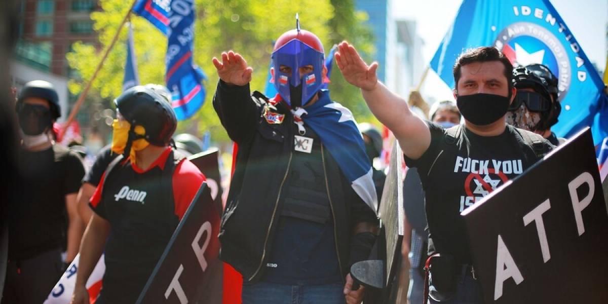 ¿Con un saludo a lo Hitler? Marcha del Rechazo y en apoyo a Carabineros se realizó este sábado en Las Condes