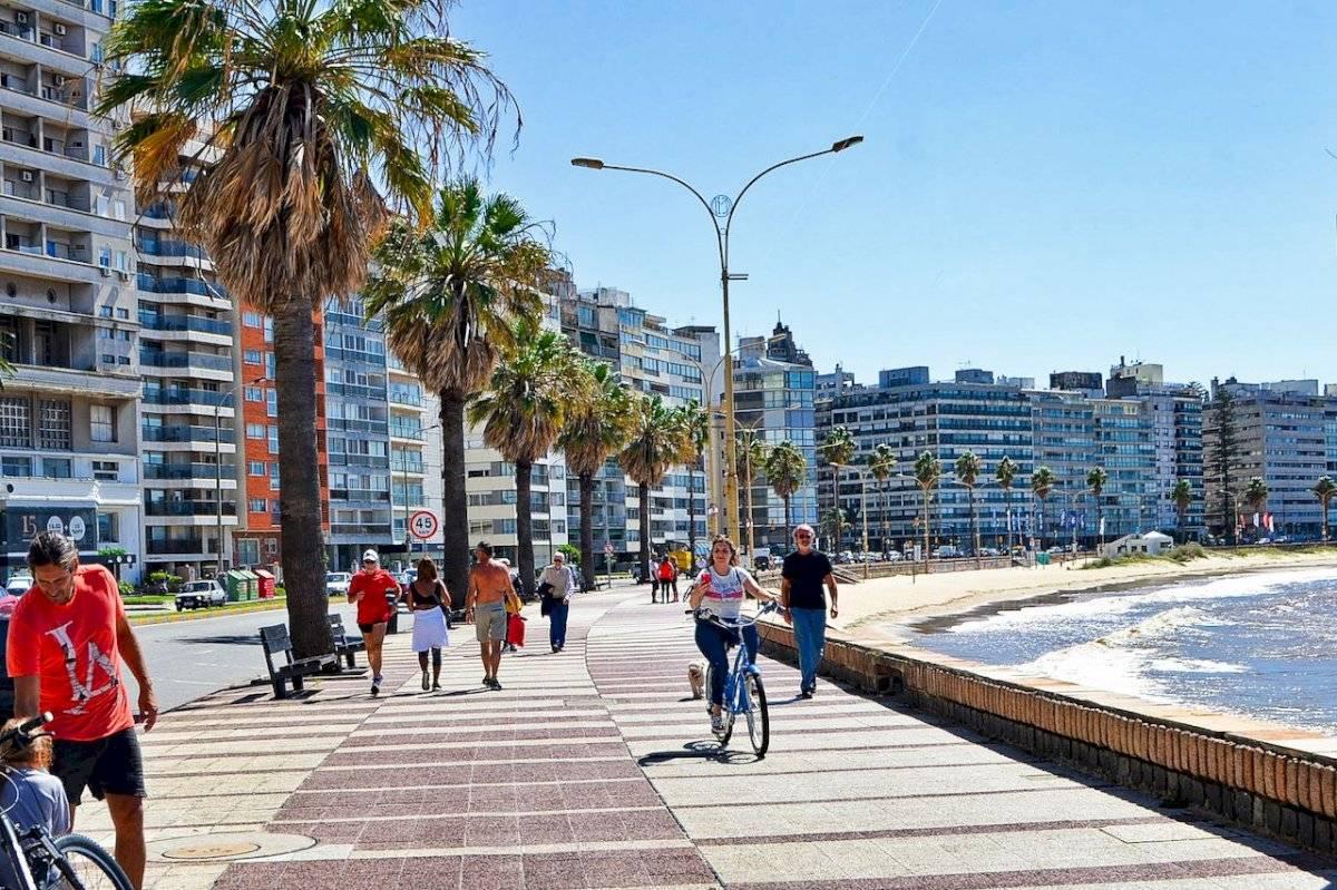 La icónica capital Montevideo atrapa con su mezcla de urbanismo y antigüedad